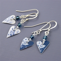 Picture of Denim Slim Heart Earrings with Crystal JE14b-de
