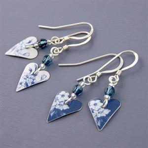 Picture of Denim Slim Heart Earrings with Crystal JE14b-de