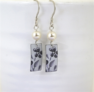 Picture of Grey Floral Rectangle & Pearl Earrings JE-48-GF