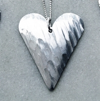 Picture of Glacia Medium Slim Heart Necklace JS7